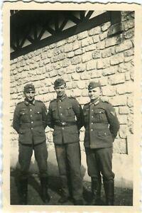 Photo allemande guerre WW2 -- 3 soldats Heer à Cabourg en France Normandie 1940