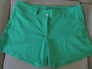 Women's NIke Tour Performance Dri Fit Golf Shorts Size 14 Green Great Condition