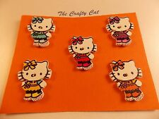 HELLO KITTY CUTE CAT WOOD BUTTONS X 5 CARD MAKING SCRAP BOOKING SEWING CRAFT