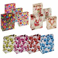 4 8 12 Xmas Christmas Gift Bags Baubles Balloons Party Design Handles 18x23 cm