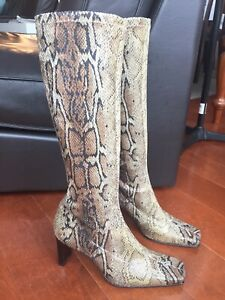 Womens Sexy Snakeskin Size 40 or US 9 Stretch Fabric High Boots Made in Spain!!!