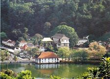 One Sri Lanka Used PICTURE POST CARD with used 5 Stamp, Ceylon,  kandy temple