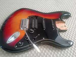 Squier by Fender Stratocaster Standard Body 2010 LOADED