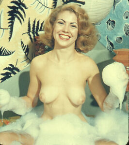Vintage Stereo Realist Photo 3D Stereoscopic Slide NUDE Blonde in Soapy Tub