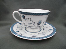 Royal Doulton Cambridge. Figura di tazza e piattino.
