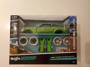Maisto 1967 Ford Mustang GT Green Assembly Line Model Car Kit 1/24 Die Cast