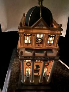 """DEPARTMENT 56 HERITAGE VILLAGE """"First Metropolitan Bank"""" Christmas in the City"""