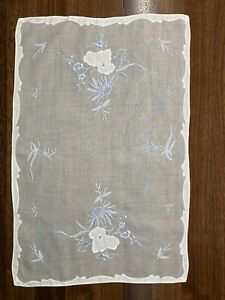 Set Of 6 Fine Vintage Embroidered Linen Placemats With Matching Runner