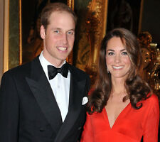 H5900 Duchess of Cambridge /& Queen Elizabeth II UNSIGNED photo Catherine