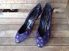 True Vintage 1940s Capezios Blue Floral Silk Heels- Size 6 1/2 M