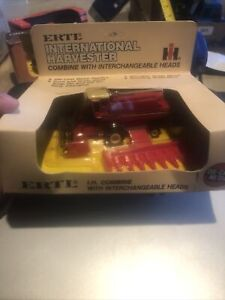 ERTL International Harvester Combine Interchangeable Heads #408 1/80 Scale