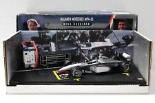 1:24 Hot Wheels McLaren Mercedes MP4-13 Hakkinen #8 NEW bei PREMIUM-MODELCARS
