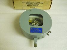 JOHNSON CONTROLS P-7230-5 PRESSURE SWITCH 1/8-20 PSI NEW CONDITION IN BOX