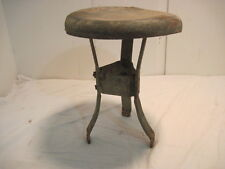 A OLD VINTAGE ANTIQUE CAST IRON STOOL MILKING STOOL BENCH SEAT