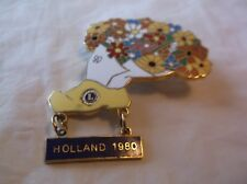 CR98) 1980 Holland Shoe filled with Flowers Lions Club Pin