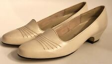 Charm Step Vintage Solid Ivory Low Heels Size 7 M 60's 70's Mod Dead Stock