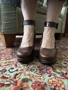 Robert Clergerie size 7 brown faux snake leather Mary Jane pumps