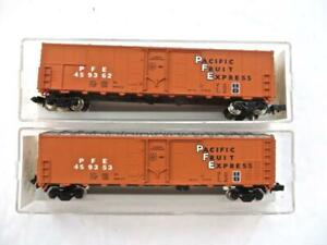 N Aztec Pair of Southern Pacific 50' Fruit Express Reefers in Orange NEW (3)