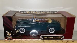1/18 YATMING/ROAD SIGNATURE 1948 FORD CONVERTIBLE TOP DOWN DARK GREEN yd