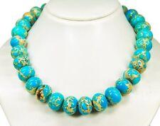 Sehr schöne Halskette besteht aus Meeressedimente-Steinen in Radform