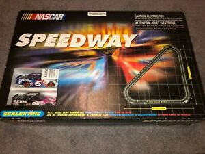 2000 Scalextric Nascar Speedway Set 1/32 Inch Slot Racing Set All Track Both Car