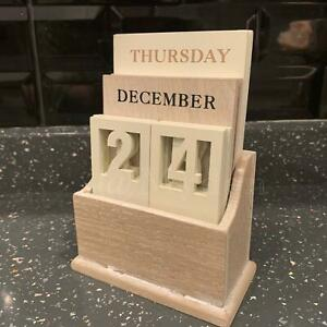 Wooden Perpetual Calendar Accessory Display month/Date/Day Gift Desk Top Decor