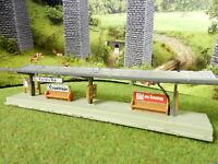 Bahnsteig mit Glasdach Spur N B423
