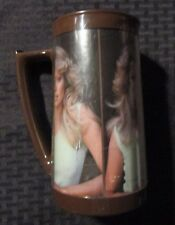 "1977 FARRAH FAWCETT 6.5"" Cup Mug FN 6.0 Charlies Angels 1/2 Figure Diff Handle"