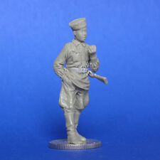 1/35  WWII Russian Young Guerrilla Son a Shelf MasterClub 35025 Resin Figure Kit