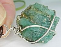 Colgante con piedra natural de esmeralda en bruto y pirita en plata 925