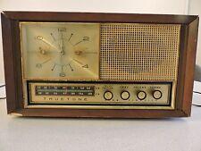 Vintage  WESTERN AUTO TRUETONE WOOD CABINET TUBE RADIO WITH CLOCK USA