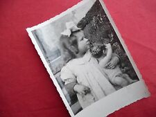 PHOTO ANCIENNE - VINTAGE SNAPSHOT - ENFANT avec POUPÉE POUPON - CHILD DOLL TOY 3