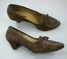 Clarks Originals size 6.5 (39.5) brown suede bow front cone heel court shoes