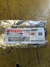 grommet passe fil  yamaha 90480-20m29 6 c s m d 8 c s 6 8 hp