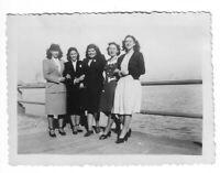 Foto, Fünf Frauen in Tracht,