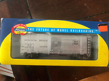 Athearn HO 40' Express Box Car Rock Island
