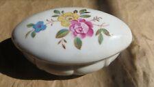 Boîte à bijoux ovale en porcelaine ornée de fleurs  Poids  : 122 grs Longueur :