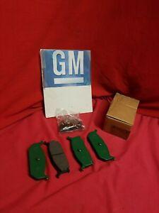 NOS GM Suzuki 55200-62820 Disc Brake Pads  96068465