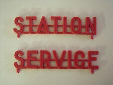 2  ENSEIGNES  ' STATION  '  ET ' SERVICE '  POUR  GARAGE  NIL  1955  VROOM  1/43