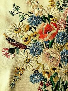 VINTAGE HAND EMBROIDERED PICTURE PANEL/ BEAUTIFUL ASSORTED FLOWER BOUQUET