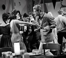 PEYTON PLACE - TV SHOW PHOTO #26 - BARBARA PARKINS + RYAN O'NEAL
