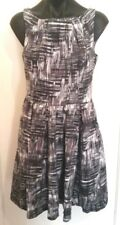 JACQUI E Gorgeous Grey & White Dress Sleeveless Above Knee-Length SIZE 10