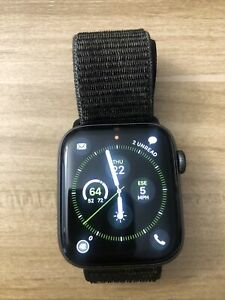 Apple Watch Series 4 44 mm Space Gray Aluminum Case with Black Sport Loop