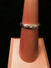 18KYG Miligrain Band with Leaf Detail and Diamonds