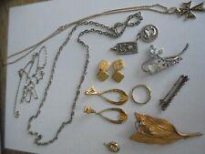 Lot d'anciens bijoux fantaisies dont plusieurs plaqué or ou or laminé, 1 allianc