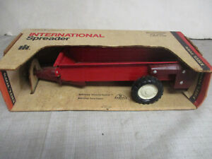 "(1974) Ertl IH Toy Manure Spreader ""Blueprint Replica"" 1/16 Scale, NIB"