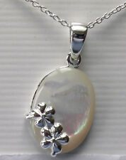 "925 Sterling Silver Mother of Pearl Pendant on 18"" chain"
