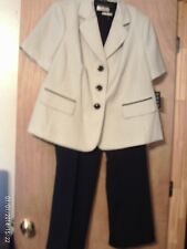 Le Suit Black & White   2 piece Pant Suit- 18W