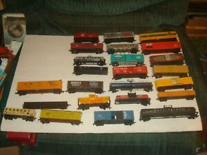 HO  LOT OF 23  USED FREIGHT CARS