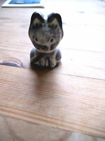 Porzellan-Figur sitzende Katze, 4,5 cm hoch